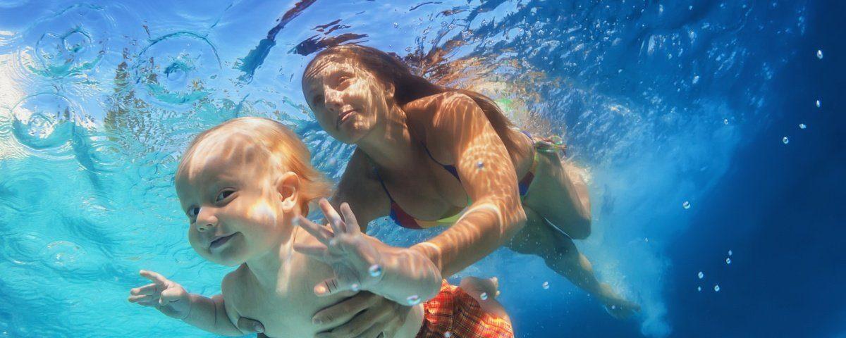 Logafit szkoła pływania dla niemowląt w Toruniu - kursy pływania dla dzieci